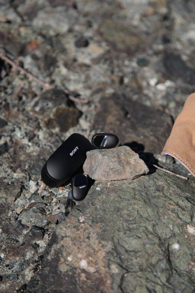 Nuove cuffie Sony wireless WF-SP800N per ascoltare musica ovunque