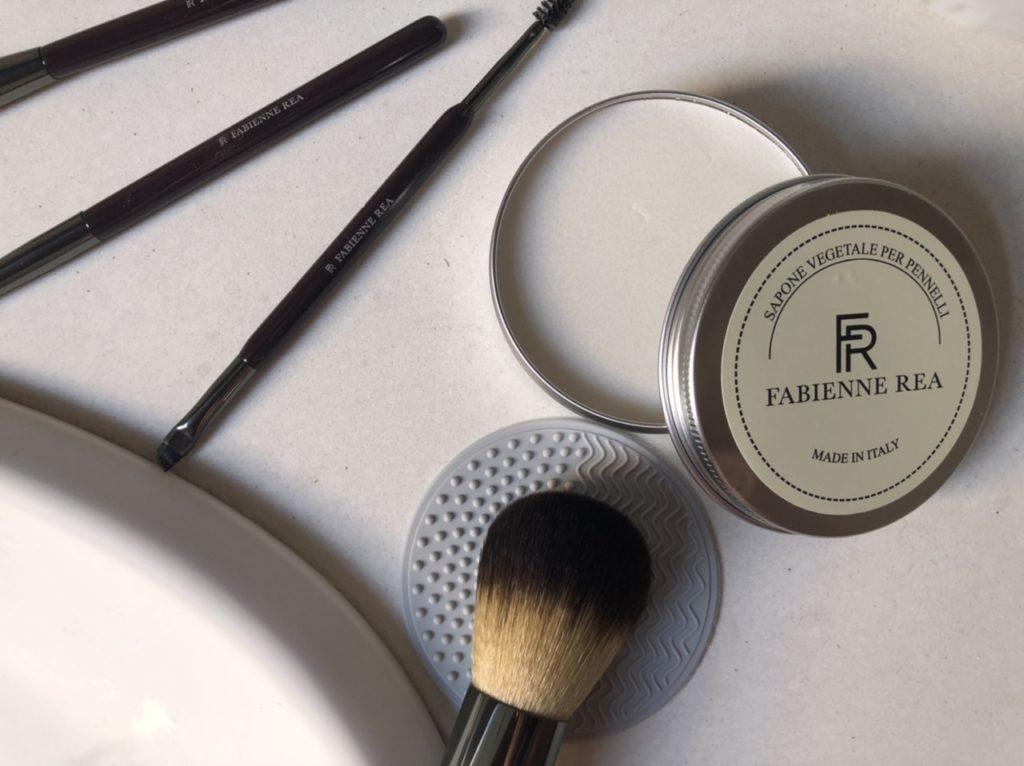 Come pulire i pennelli? Sapone Vegetale di Fabienne Rea per pennelli