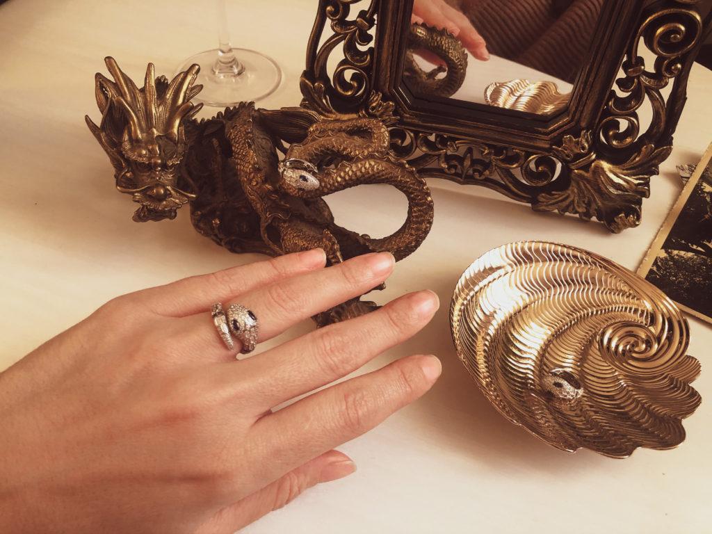 Come scegliere gioielli a forma di serpente
