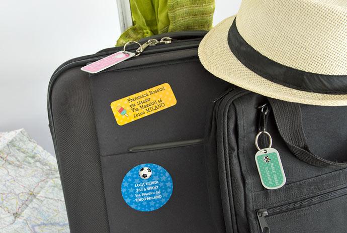 Tips per viaggiare in aereo e come etichettare i bagagli con Stikets