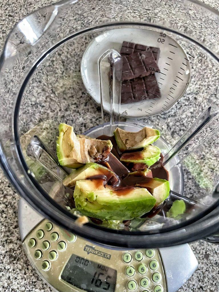 Gelato con avocado e Latte condensato con cacao (ricetta Lucake)